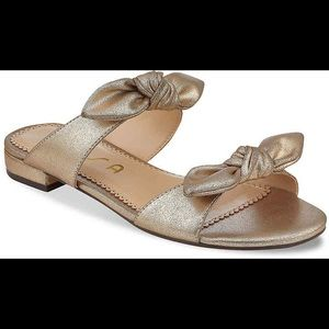 Unisa Gold Karami Bow Sandals Sz 8.5